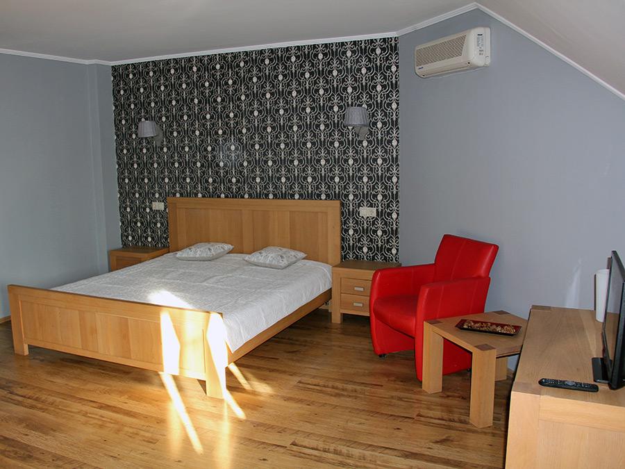 13 Emeleti szoba